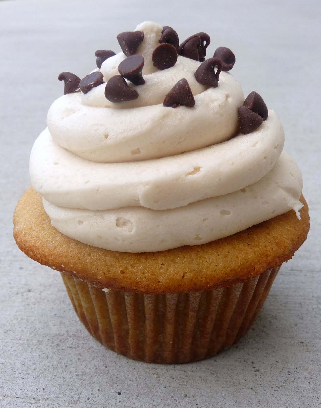 Cookie Dough Cupcakes with Cookie Dough Buttercream frosting - Chef in ...