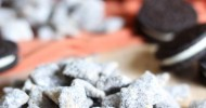 Cookies and Cream Muddy Buddies! Only 4 ingredients... these are insanely addictive and delicious!