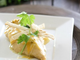 Slow Cooker Enchilada Chicken at chef-in-training.com ...ONLY 4 ingredients and SO good! #recipe #slowcooker