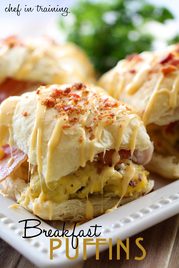 Breakfast Puffins from chef-in-training.com ...This recipe is so simple and so delicious and will completely wow the guests you serve them too! #recipe #breakfast