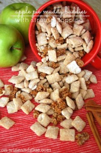 Apple Pie Muddy Buddies with Streusel Topping