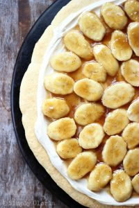 Bananas-Foster-Cookie-Pizza-from-SimplyGloria.com-pizza