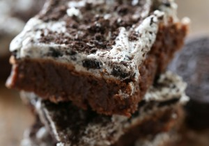 Cookies and Cream Brownies from chef-in-training.com… These brownies are so fudgy and the frosting is AMAZING!