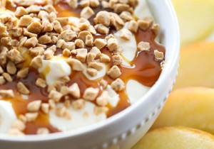 Toffee Caramel Apple Dip... this is easy, delicious and a crowd favorite!