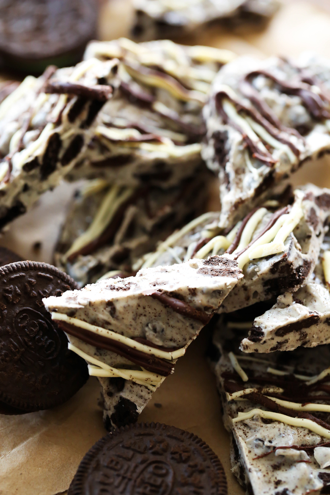 Cookies and Cream Bark... This bark is so simple to make and is packed with that yummy cookies and cream flavor! This recipe whips up in minutes and is perfect for the holidays!