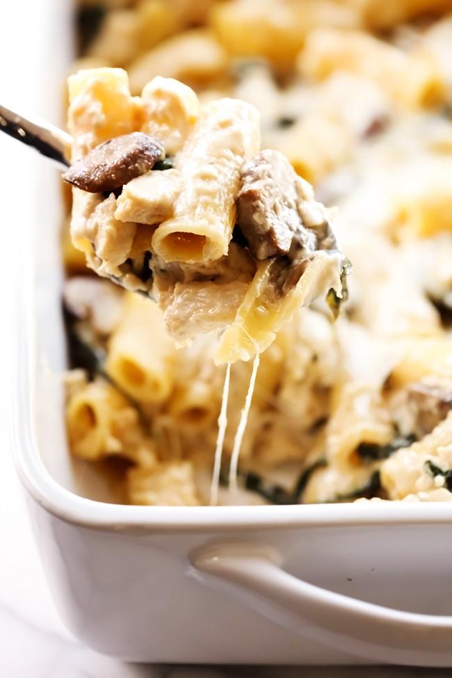 Chicken Spinach Mushroom Alfredo Casserole... This is such a flavorful ...