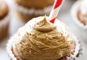 Root Beer Float Frosting... A delicious creamy frosting with that resembles a root beer float! This is the perfect summertime frosting!