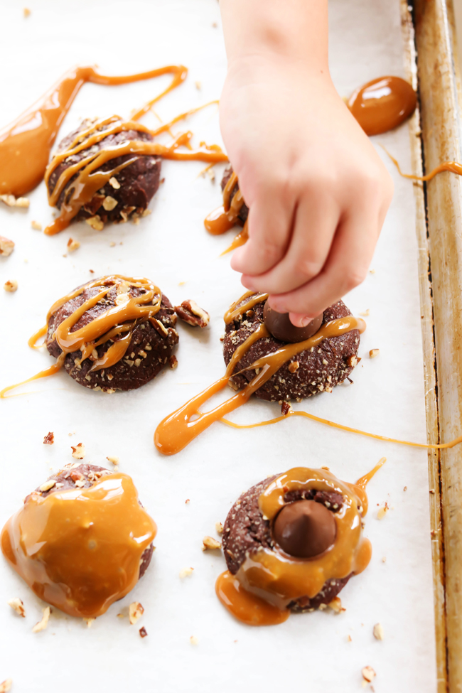 These HERSHEY'S KISSES Turtle Pudding Cookies are soft, chewy and loaded with chocolate, caramel and pecans! They are topped with a HERSHEY'S KISSES Chocolate for the perfect finishing touch! #sponsored HERSHEY'S Chocolate.